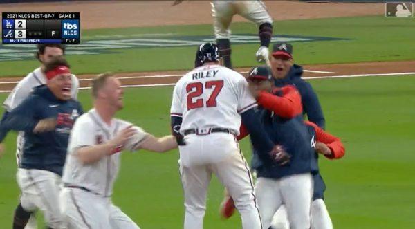 Austin Riley walk-off hit